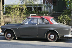 mercedes-benz w111(0.0), automobile(1.0), vehicle(1.0), compact car(1.0), antique car(1.0), sedan(1.0), classic car(1.0), land vehicle(1.0), luxury vehicle(1.0), volvo amazon(1.0),