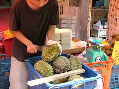 plant(0.0), public space(0.0), market(1.0), produce(1.0), fruit(1.0), food(1.0), durian(1.0),