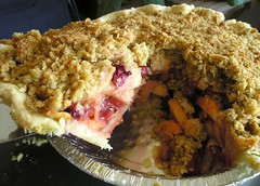 Apple cherry crumble pie