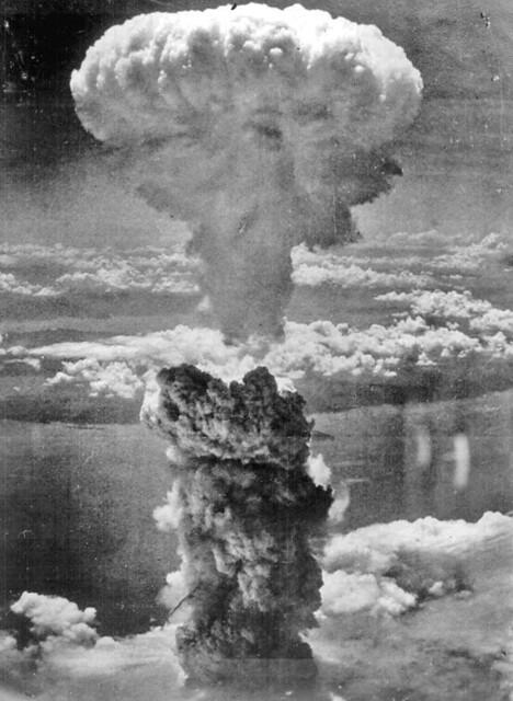 Nagasaki bomb cloud