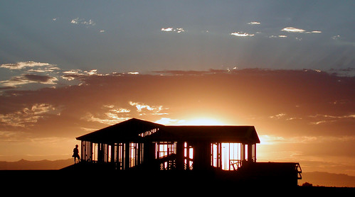 arizona house topf25 weather silhouette topv111 architecture sunrise construction labor suburbia naturallight worker backlit chandler mybackyard carpenter capitali woodframe sunrisepix skyarchitecture skyarchitecturetopfav ianschlueter nikonstunninggallery