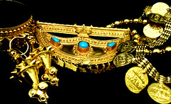 crown(0.0), jewellery(1.0), gold(1.0),