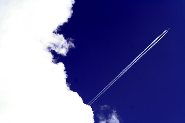 Photo:bluewhite jetstream By:jonrawlinson