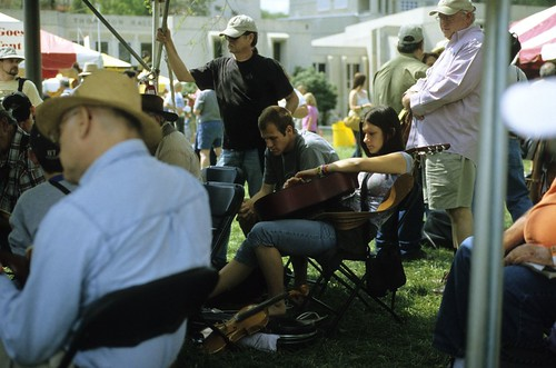 woman film beauty female fuji bluegrass americana konica musicfestival 2007 merlefest 400x hexarrf konicahexanon50mmf20 womanwithguitar