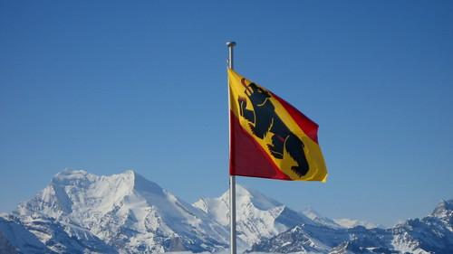 Berner Fahne auf dem Niesen , Kanton Bern , Schweiz