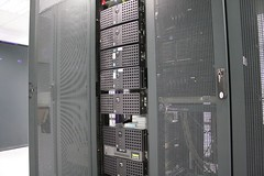 computer case(0.0), computer hardware(0.0), electronic device(1.0), server(1.0), computer cluster(1.0),