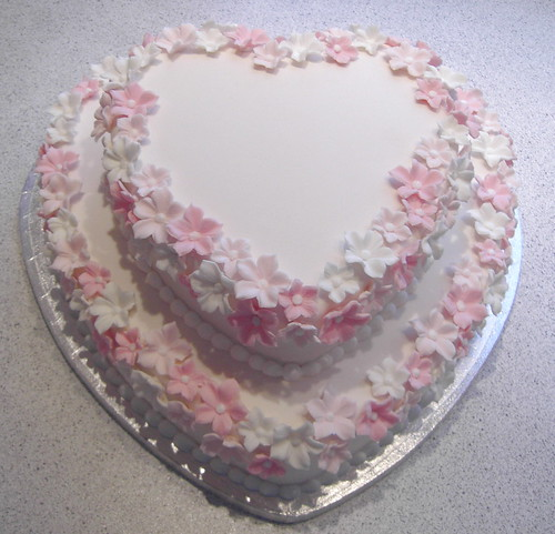 Heart Shaped Wedding Cake Design : Heartshaped wedding cake Design Fall Wedding Decorations ...