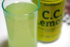 citrus(0.0), tea(0.0), produce(0.0), food(0.0), yellow(1.0), liqueur(1.0), lemonade(1.0), drink(1.0), juice(1.0), alcoholic beverage(1.0),