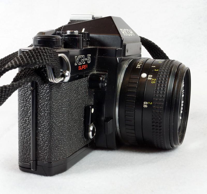 RD15023 Ricoh KR-5 SUPER 35mm SLR Film Camera XR Rikenon 50mm Lens, Sunpak Flash, Mustang Case DSC07464