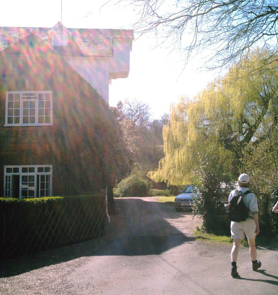 Chilham 'PILGRIMAGE' to Canterbury Chilham Mill (dig that overhang!) along the Stour Valley. D.Allen using a 5mp Vivitar 5199