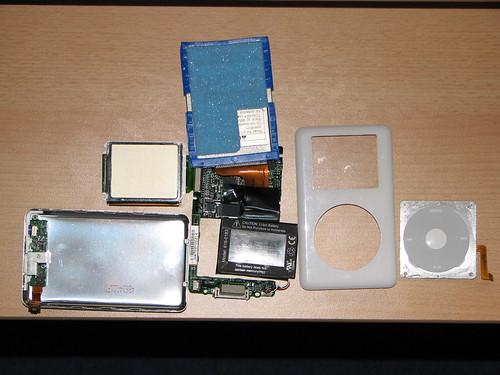 iPod dismantle 07-05-2007 13-38-36