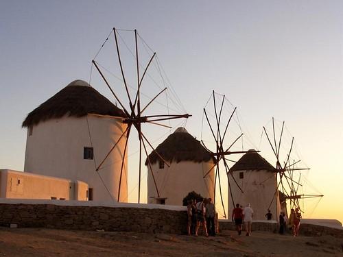 aa 81 Mykonos windmills