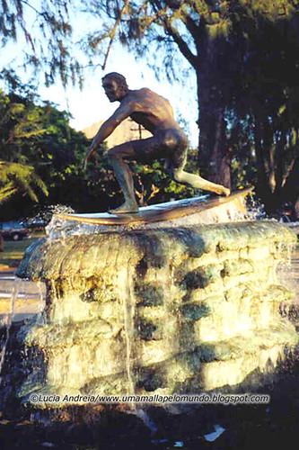 Monumento ao surf em Waikiki