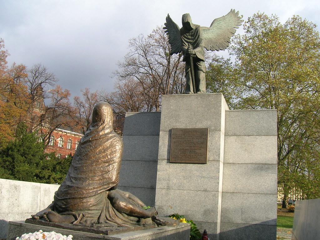 Homenaje a las víctimas de Katyn