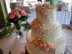 wedding ceremony supply(1.0), flower arranging(1.0), cake(1.0), flower(1.0), buttercream(1.0), floral design(1.0), centrepiece(1.0), food(1.0), cake decorating(1.0), icing(1.0), floristry(1.0), torte(1.0), wedding cake(1.0), pink(1.0),