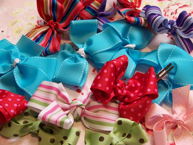 Crazy Hair Bows http://www.flickr.com/photos/goingsewcrazy/520938540/
