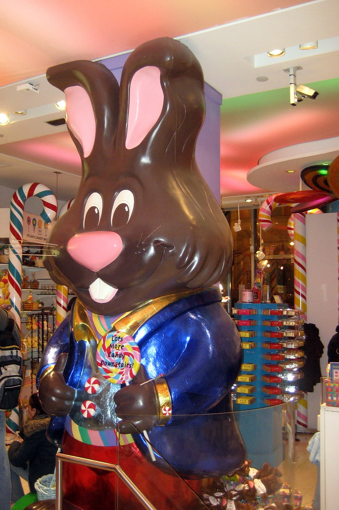 NYC: Dylan's Candy Bar - Jeffrey the Bunny