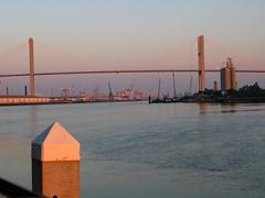 Bridge and Port, Early Morning / Pont et port, matin tôt