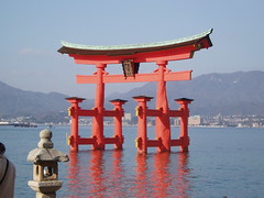 temple(0.0), pagoda(0.0), tower(0.0), shinto shrine(1.0), chinese architecture(1.0), shrine(1.0), torii(1.0),