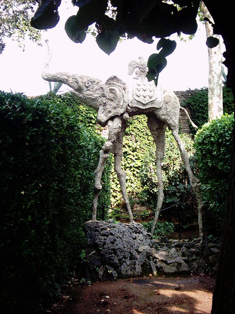 Dalifante en el Castillo de Púbol - flickr: Manel