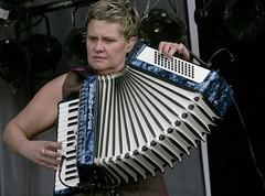 percussion(0.0), vibraphone(0.0), diatonic button accordion(0.0), button accordion(0.0), bandoneon(0.0), wind instrument(0.0), accordion(1.0), folk instrument(1.0), garmon(1.0),