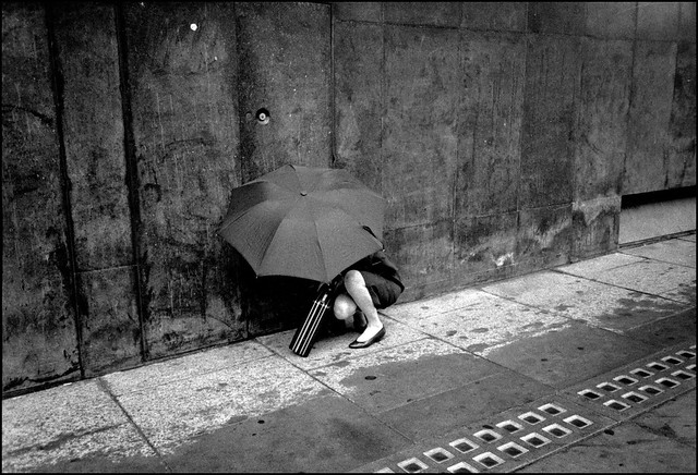 Shelter - 35 Fantastic Black and Whiite Street Photographs