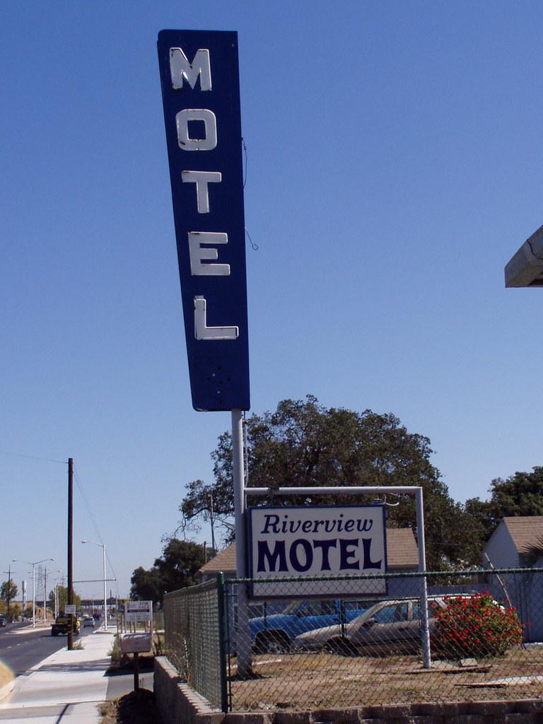 20051007 Riverview Motel