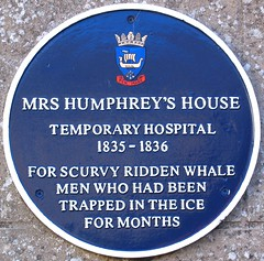 Photo of Mrs Humphrey's House and scurvy ridden whale men blue plaque