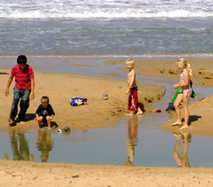 Kids playing at Thirroul Beach