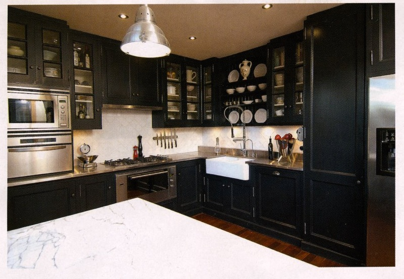 1000 images about dark blue kitchen on pinterest blue for Dark blue kitchen cabinets