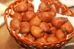 oliebol(0.0), baked goods(0.0), gulab jamun(0.0), loukoumades(0.0), beignet(0.0), fried food(1.0), produce(1.0), food(1.0), dish(1.0), cuisine(1.0), chinese food(1.0),