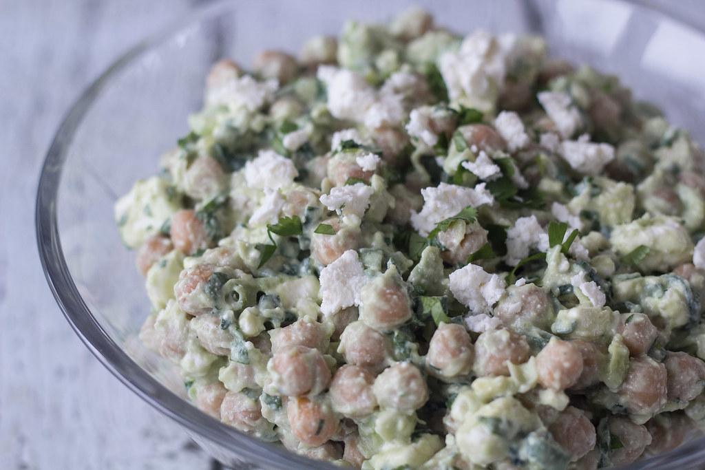 Salat med kikærter, avokado og feta (2)