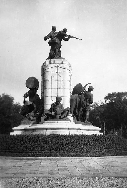 HANOI - Monument aux Morts - Mặt hông trái Đài kỷ niệm chiến sĩ trận vong Đệ nhất Thế chiến