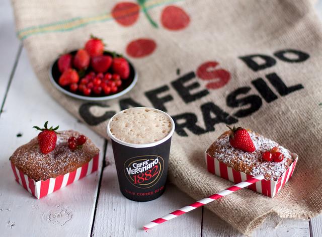 Mini cake al farro e frutti  rossi