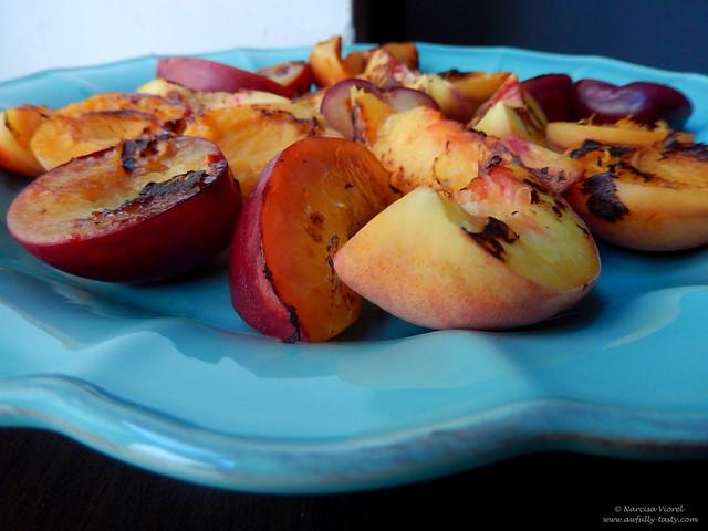 salata de fructe la gratar cu iaurt aromat