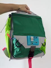 backpack(0.0), bag(1.0), hand luggage(1.0), green(1.0),