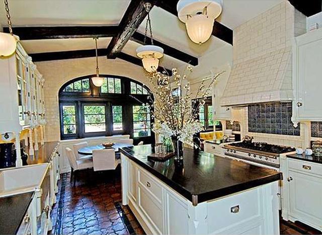 Кухня в доме Джейсона Стейтема