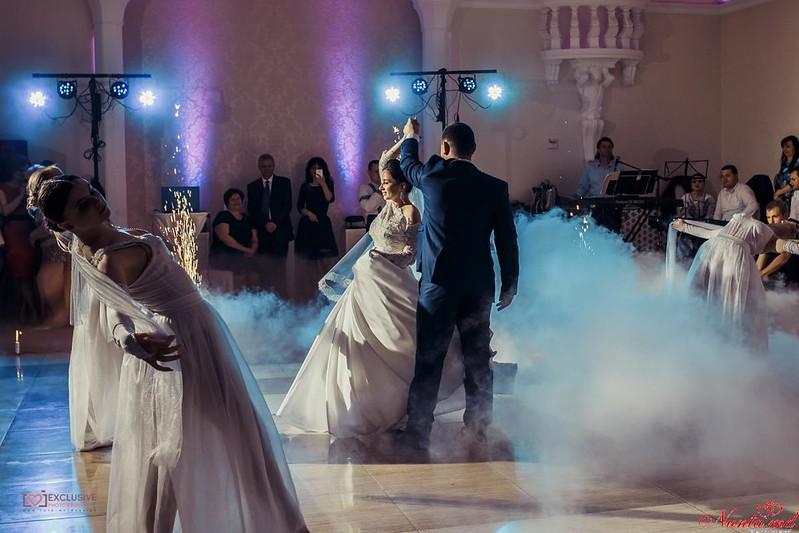 Dansul mirilor de la Exclusiv Dance Studio! iarna 90 lei o lectie! > Foto din galeria `Despre companie`