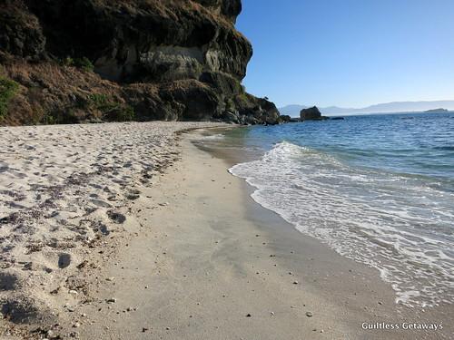 capones-island-zambales.jpg