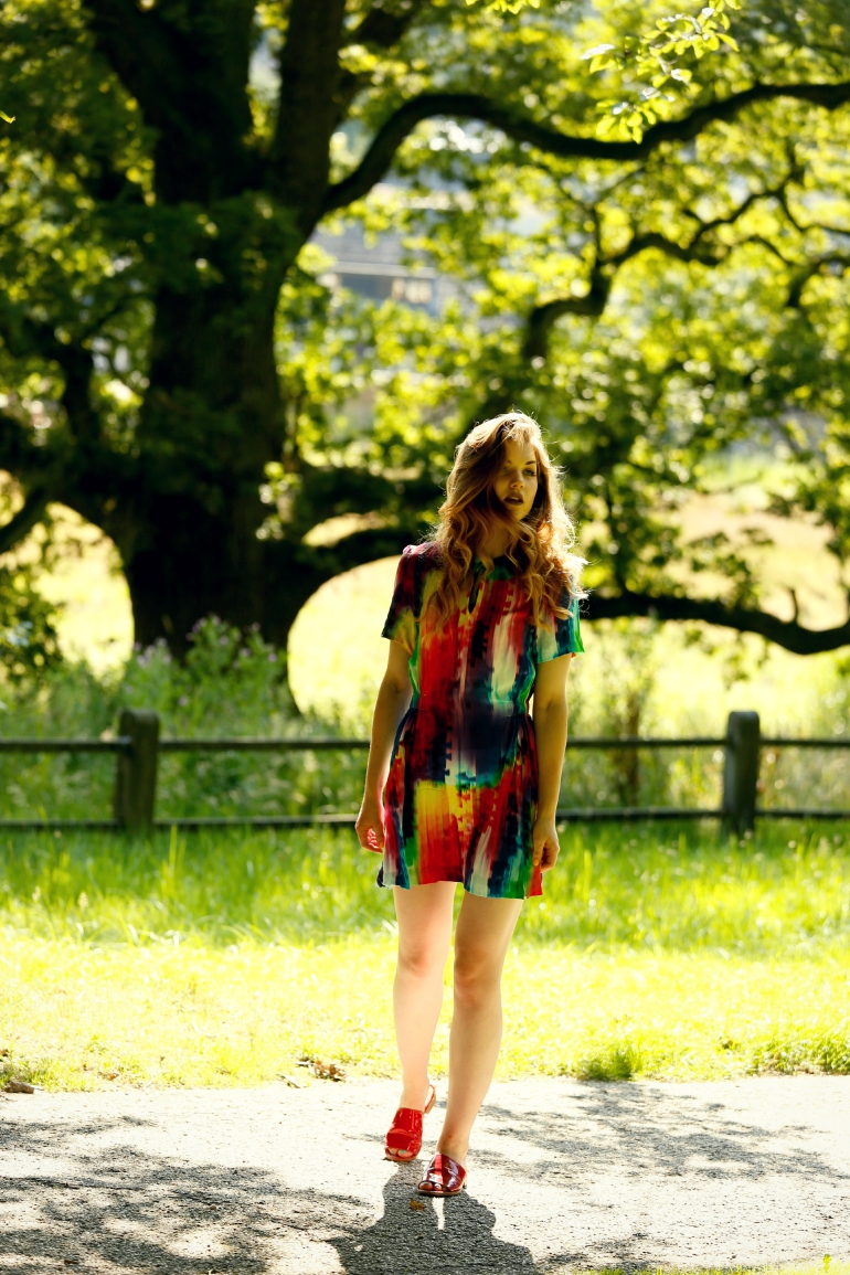All colors of the world, & other stories, & other stories jurkje, beautyblog, fashion blogger, fashion is a party, h&m trend, sonsbeek arnhem, zomerjurkje, slippers, krullen, hoogzomer, zomeroutfit