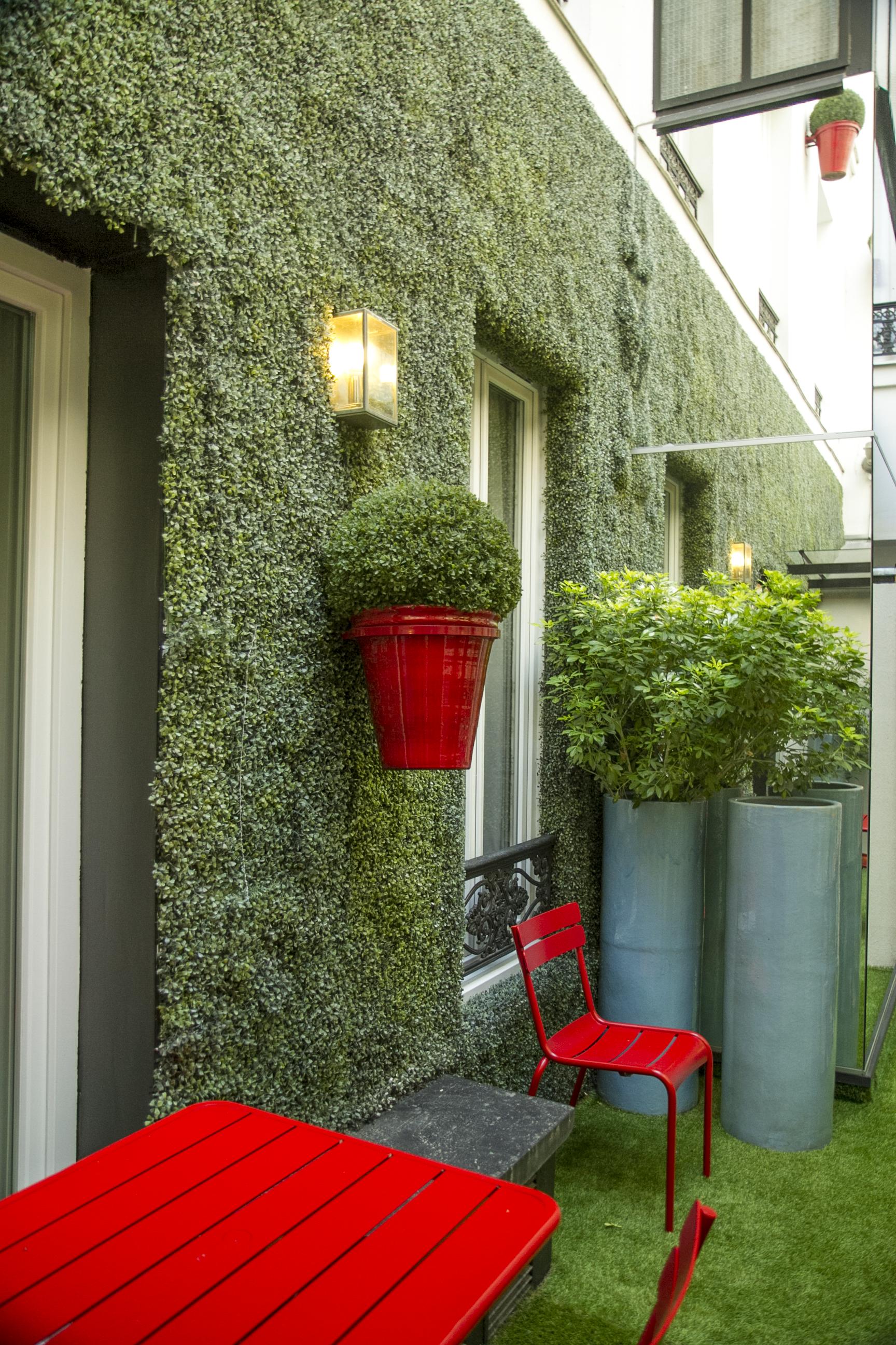 joycehotel_grass_corner