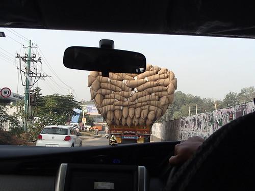 印度的危険貨物車 - naniyuutorimannen - 您说什么!