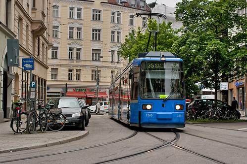 R2-Wagen 2165 macht sich auf zu einer neuen Runde zur Schwanseestraße