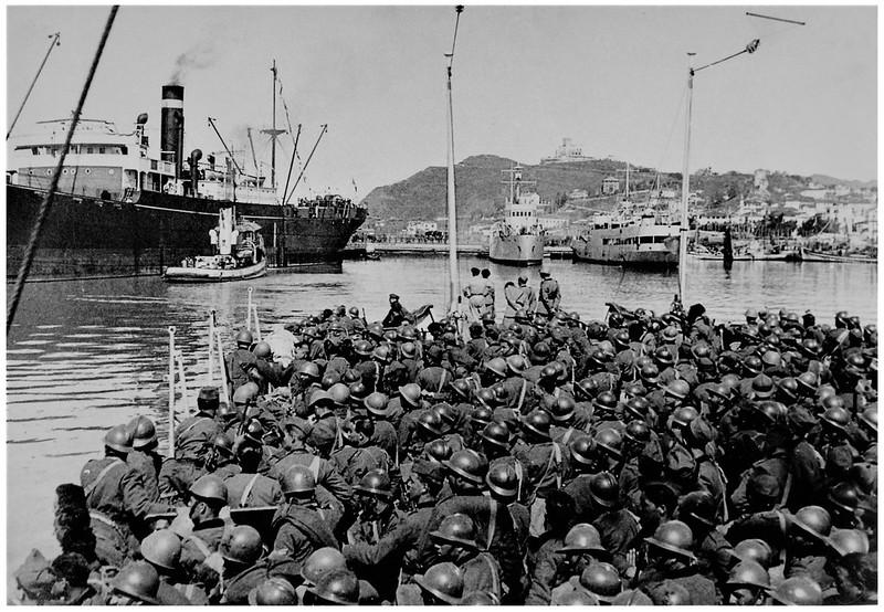7 APRILE, 1939. LO SBARCO DEI BERSAGLIERI AL PORTO DI DURAZZO.