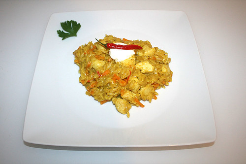 43 - Kritharaki curry fry with chicken - Served / Curry-Kritharakipfanne mit Hähnchen - Serviert