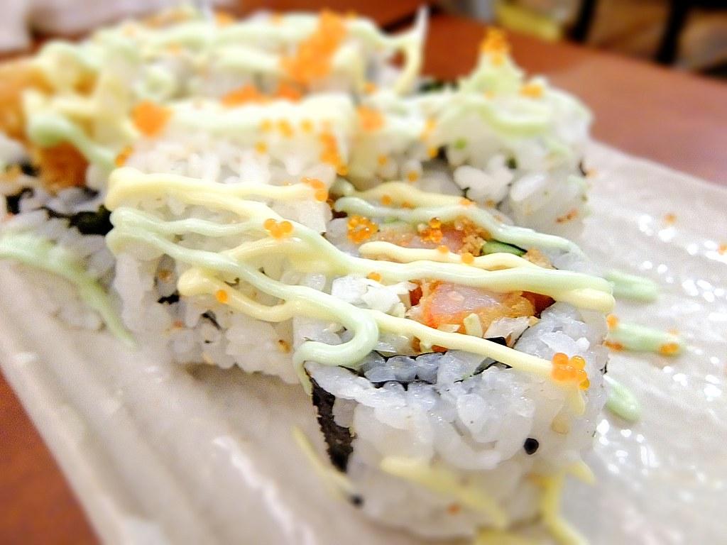 炸蝦壽司,中間的蝦子現炸,帶著點溫熱感