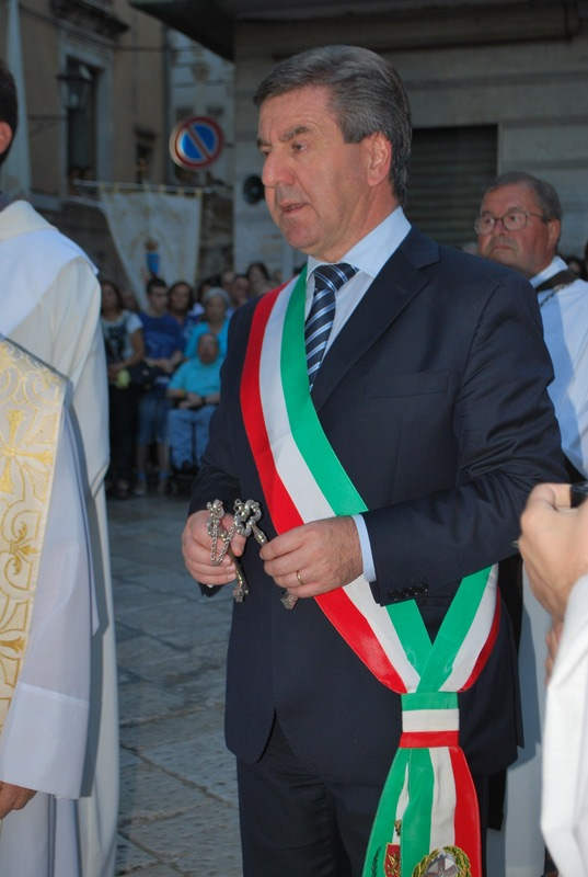 Il sindaco Romagno consegna le chiavi alla Madonna