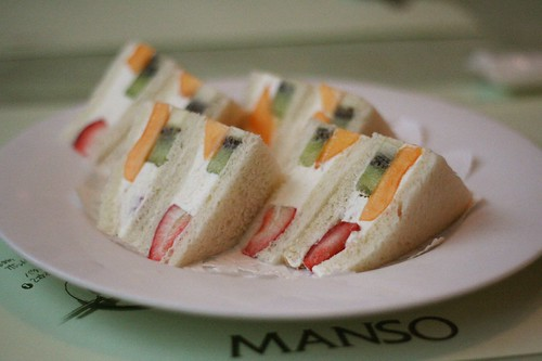 sandwich with fruits