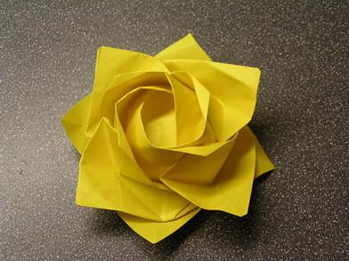 Hace una rosa con servilleta de papel taringa - Origami con servilletas ...