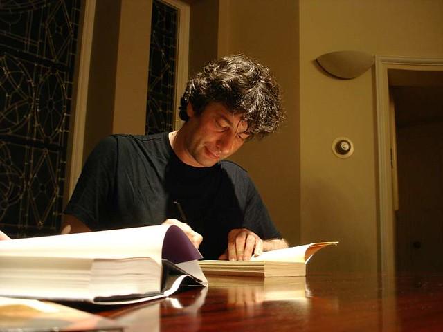 Neil Gaiman, signing